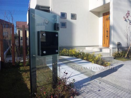 施工例画像:埼玉県三郷市 新築外構工事 シンプル オープン 機能門柱 駐車場