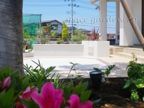 ナチュラル新築庭 洋風庭園 タイルテラス