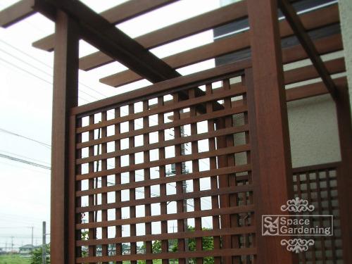 パーゴラ テラス屋根 ウッドフェンス 縦横格子 アイアンウッド