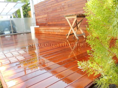 ナチュラル新築庭 ウッドデッキ 木製 アイアンウッド 目隠しフェンス