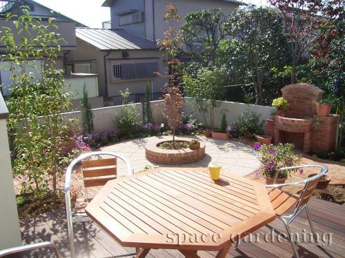 ナチュラル新築庭 タイルテラス コンクリート平板 洋風ガーデン