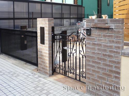 クローズ外構 門柱 レンガ