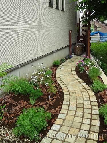 施工例画像:埼玉県三郷市 新築庭工事 ナチュラル アプローチ