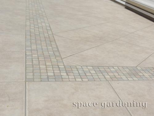 シンプル新築庭 タイルテラス デザイン