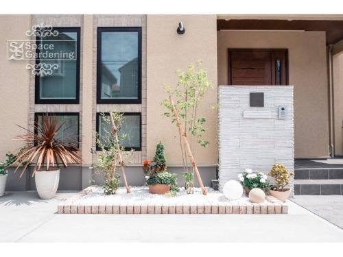 オープン 駐車スペース 植栽 門柱