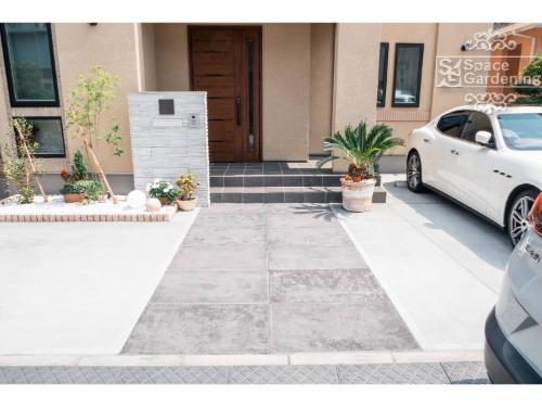 オープン 駐車スペース 植栽 アプローチ 門柱
