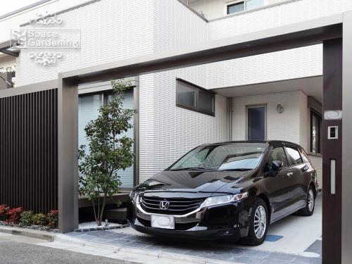 シンプル新築外構 ゲート LIXIL TOEX Gフレーム 駐車場