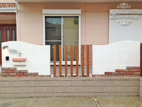 ナチュラルリフォーム外構 門柱 塗り壁 角柱 タカショーナチュラルパイン