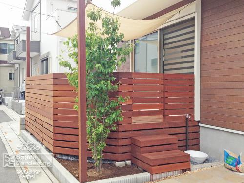 新築ナチュラル庭 ウッドデッキ 木製 ウリン材 日よけシェード