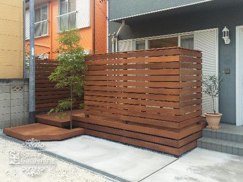 ナチュラルリフォーム庭 ウッドデッキ 木製 ウリン材 目隠しフェンス