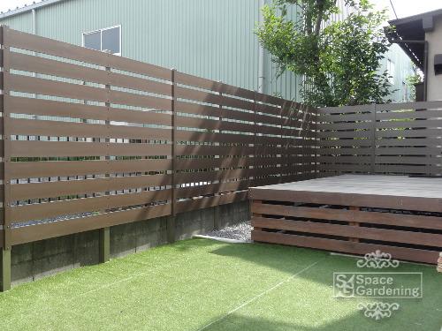 ナチュラルリフォーム庭 ウッドデッキ 木製 人工芝 目隠しフェンス