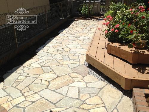 テラス 石貼り シャインストーン ウッドデッキ 花壇