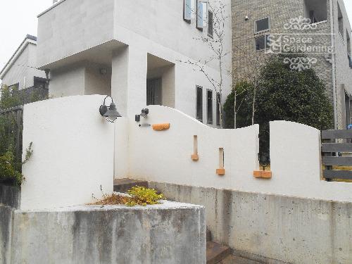ナチュラルリフォーム外構 高台 クローズ外構 門柱 塗装