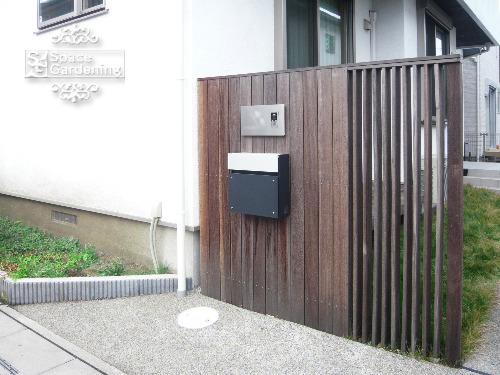 ナチュラル新築外構 門柱 天然木材 ウリン材