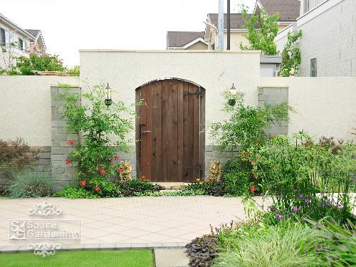 木製門扉 植栽