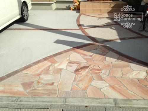 アプローチ 石貼り 天然石 シャインストーン 自然石乱形