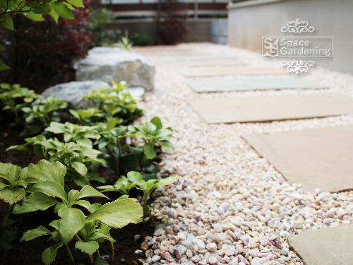 庭 アプローチ 石貼り サンドストーン