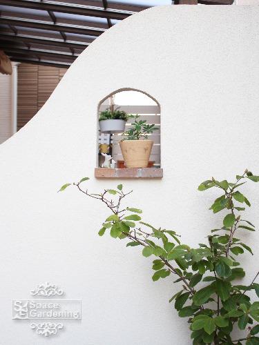 目隠し塀 飾り窓