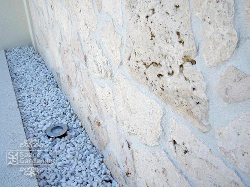 飾り壁 目隠し塀 バリ風 琉球石灰岩 照明