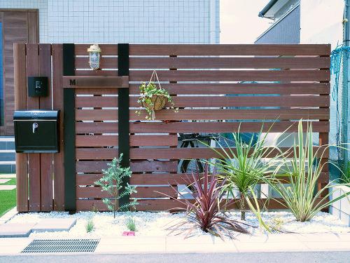オリジナル門柱 ウリン材 植栽 花壇