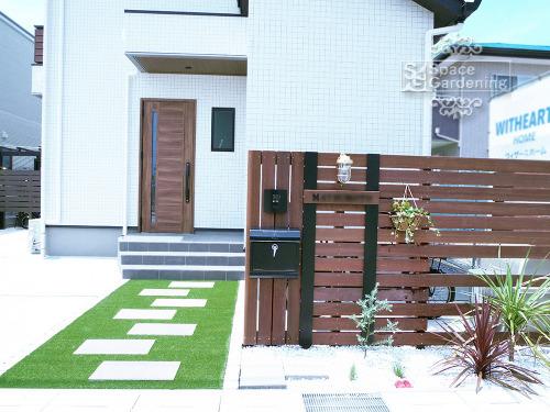オリジナル門柱 ウリン材 植栽 花壇 アプローチ 人工芝