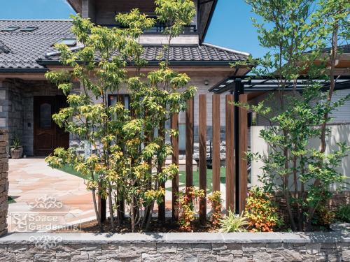 角柱 タカショー エバーアートウッドパーツ 格子材 植栽 ソヨゴ